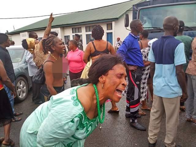 IPOB Women Go Topless After They Were Denied Bail In Owerri (Photos) Ipob-w11