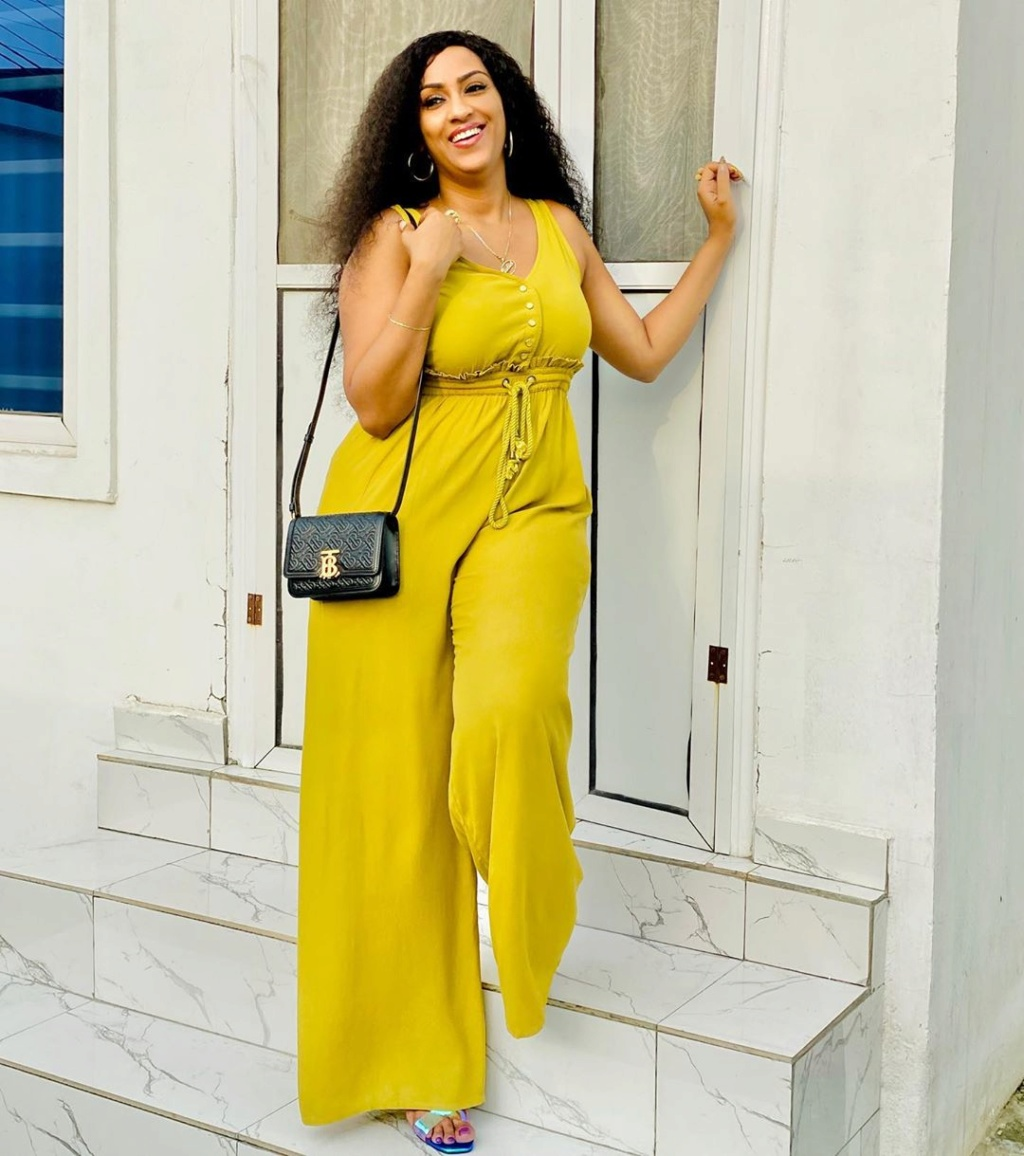 """""""There Should Be Free Data And Tv Subscription During This Stay At Home Period"""" – Juliet Ibrahim Juliet24"""