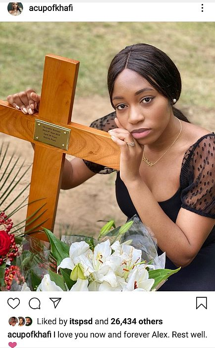 Khafi Shares Heartbreaking Photo From Graveyard Where Her Brother Was Buried Khafi20