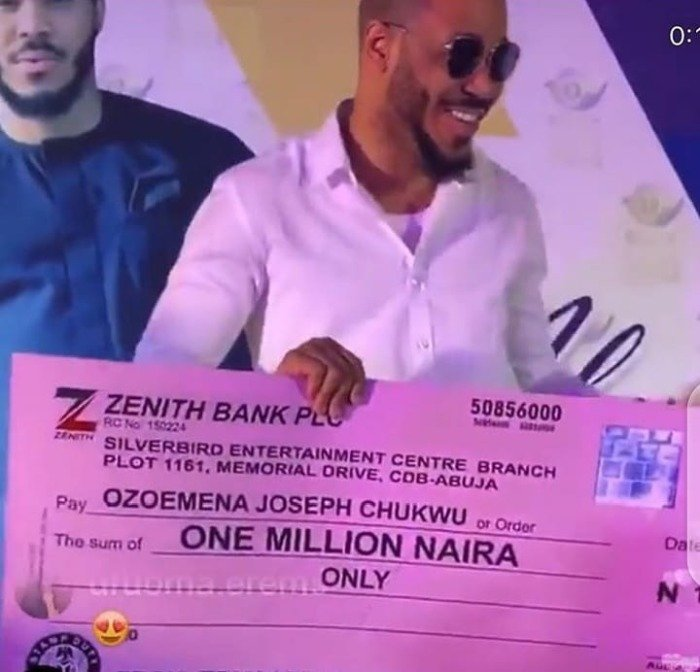 Ozo Fans In Abuja Throw Him A Lavish All-White Party And Gifts Him N1 Million (Video+Photos) Ozo-fa10