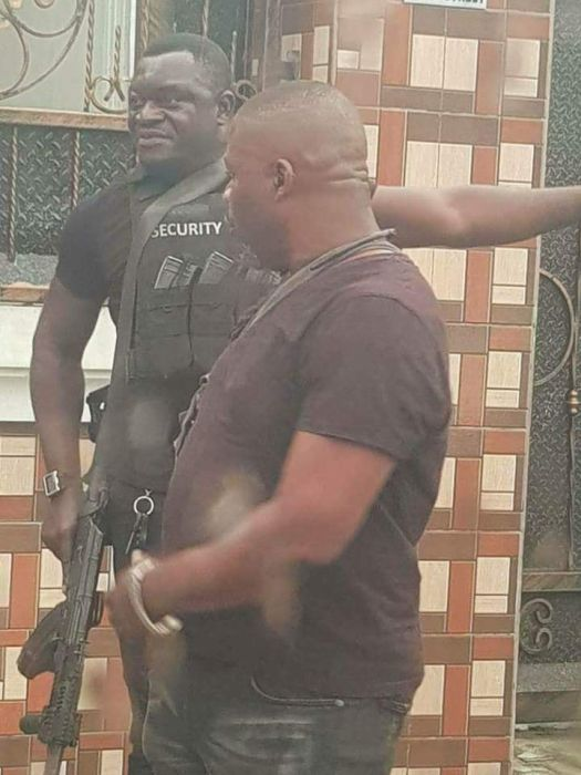 SARS Officer Spotted Smoking During Operation In Port-Harcourt (See Photos) Sarsss12