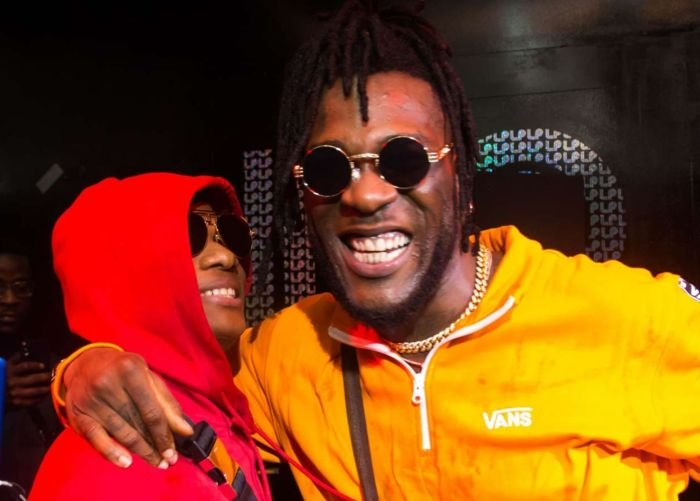 Wizkid's Phone Dropped On Stage At Burna Boy's Show In London And This Happened (Video) Wizkid82
