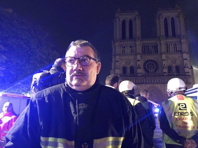 Terrible incendie de Notre Dame de Paris le 15 Avril 2019 au soir D4oup610
