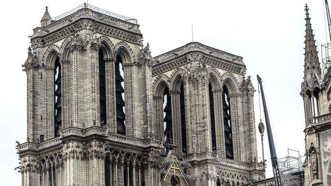 Terrible incendie de Notre Dame de Paris le 15 Avril 2019 au soir - Page 3 Lrhv_g10