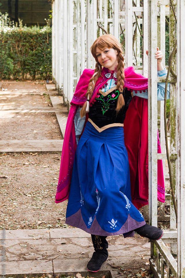 [Costumes] Robes de Princesses et tenues de Princes - Page 25 14608810