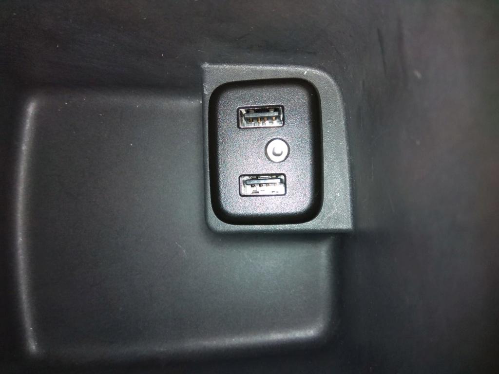 [Brico Astra K] Sustituir USB del cajón de apoyabrazos por hub integrado. - Página 2 Img-2024