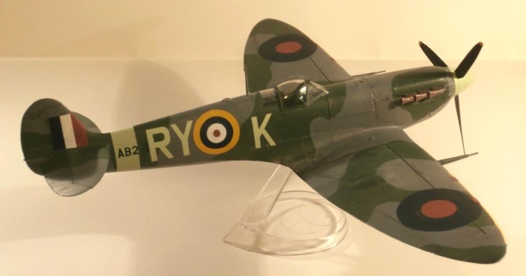 "GALERIJA: Spitfire Mk Vb, 1:32 (Hasegawa) i ""mlađa braća"" u 1:72 0-310"
