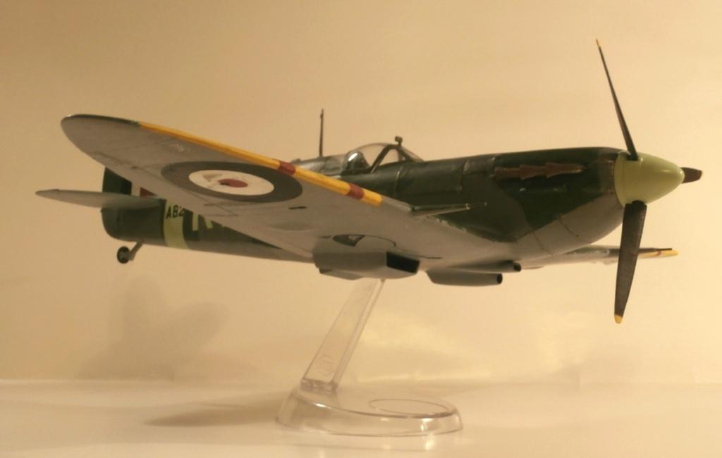 "GALERIJA: Spitfire Mk Vb, 1:32 (Hasegawa) i ""mlađa braća"" u 1:72 0-410"