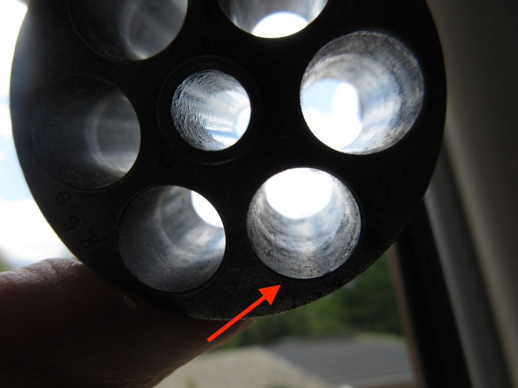 Barillet 1873 : pourquoi ces marques sur le métal ? Img_1920