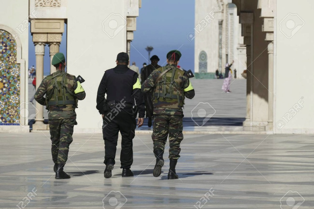 Photos de nos soldats et des Bases Marocaines - Page 7 11852910