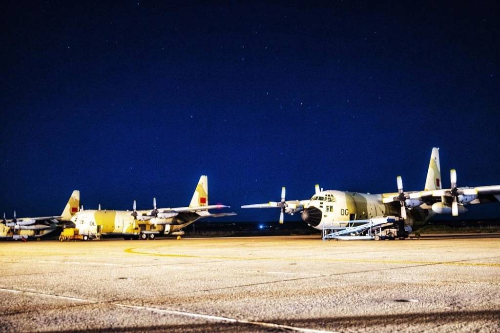 FRA: Photos d'avions de transport - Page 37 390f3410