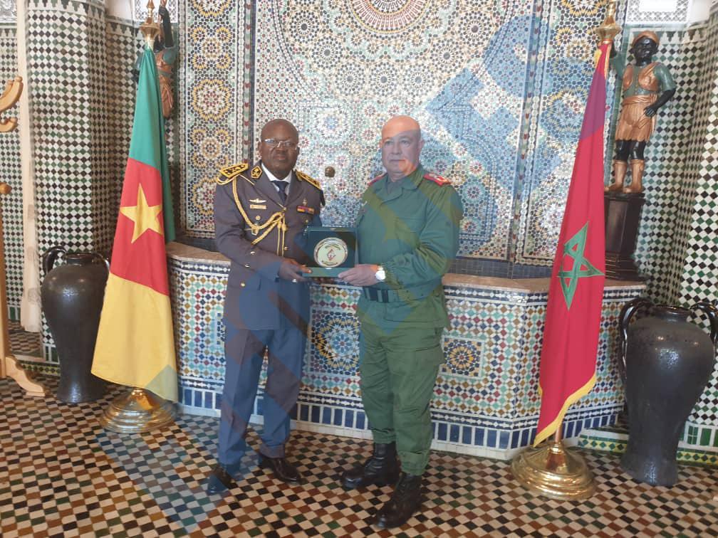 Les FAR ... école pour les armées africaines ! - Page 3 87963510