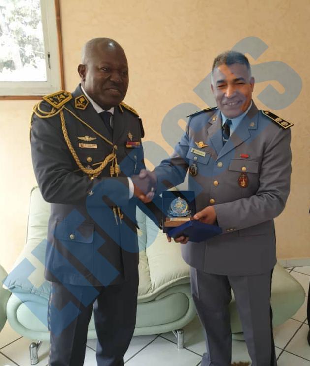 Les FAR ... école pour les armées africaines ! - Page 3 88094110
