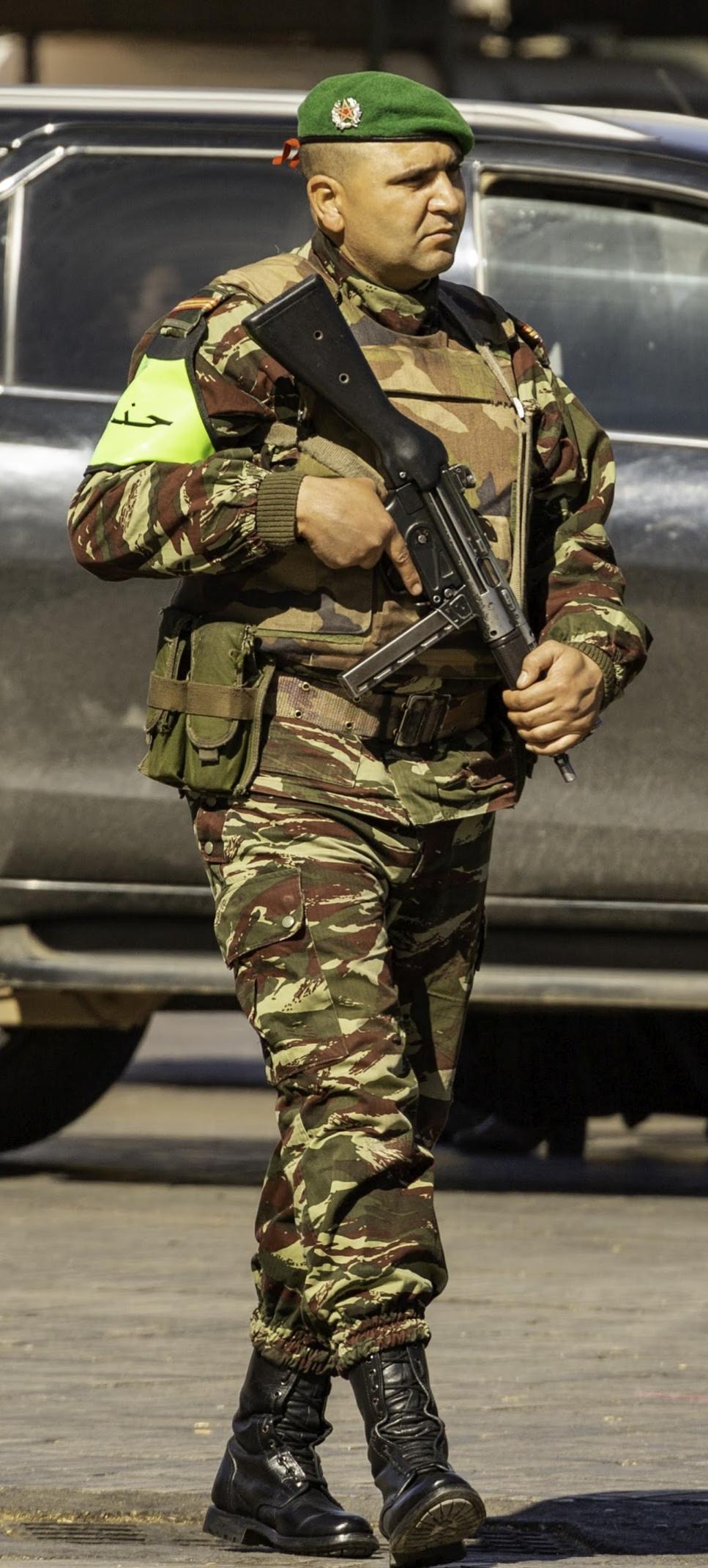 Photos de nos soldats et des Bases Marocaines - Page 7 Img_2032