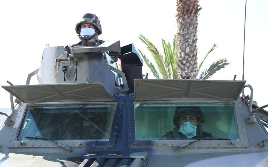 Photos de nos soldats et des Bases Marocaines - Page 7 Img_z210