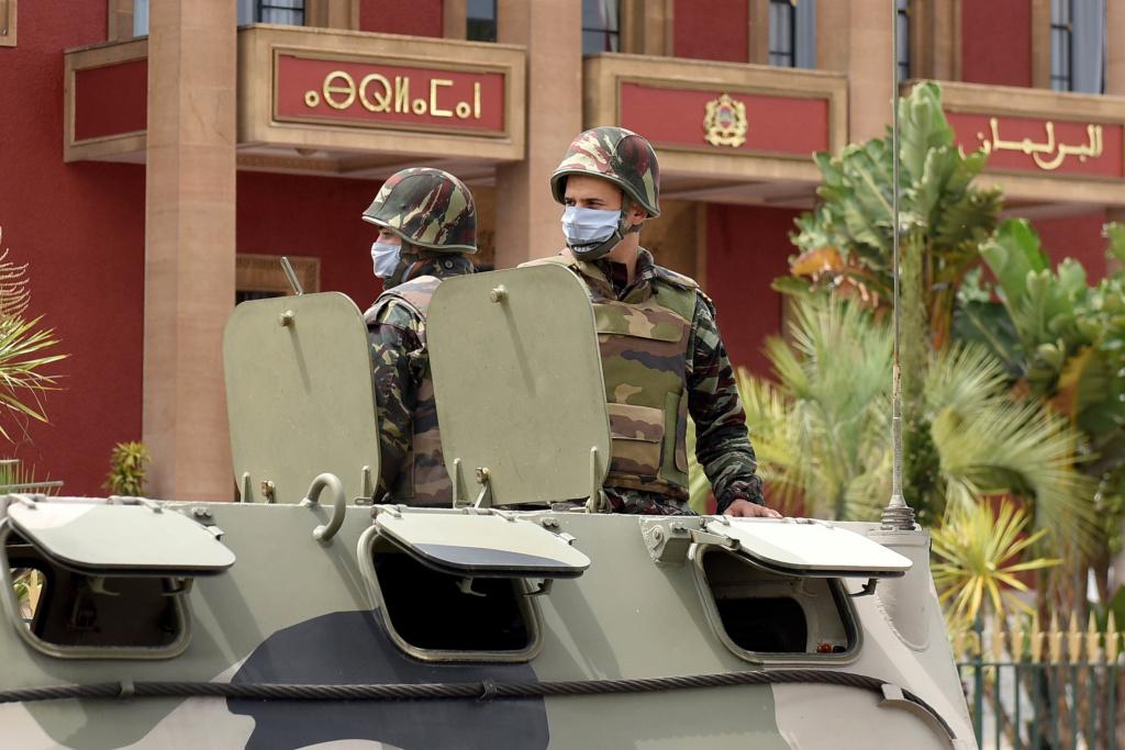 Photos de nos soldats et des Bases Marocaines - Page 7 Les-fo12