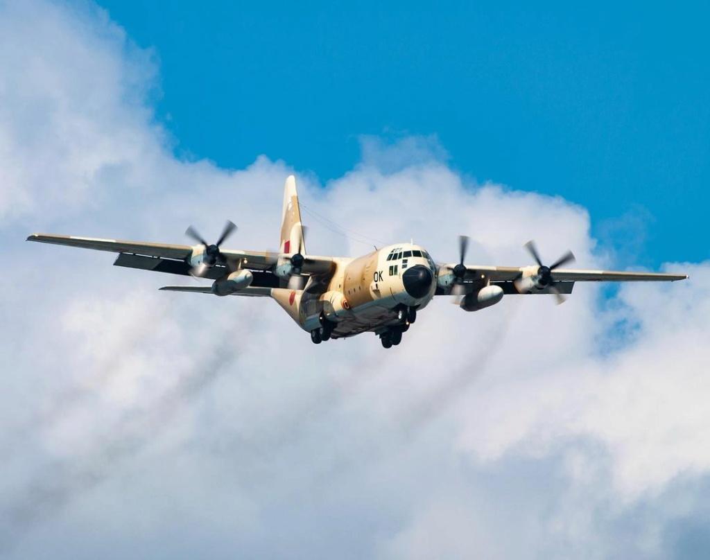 FRA: Photos d'avions de transport - Page 42 Parisi10