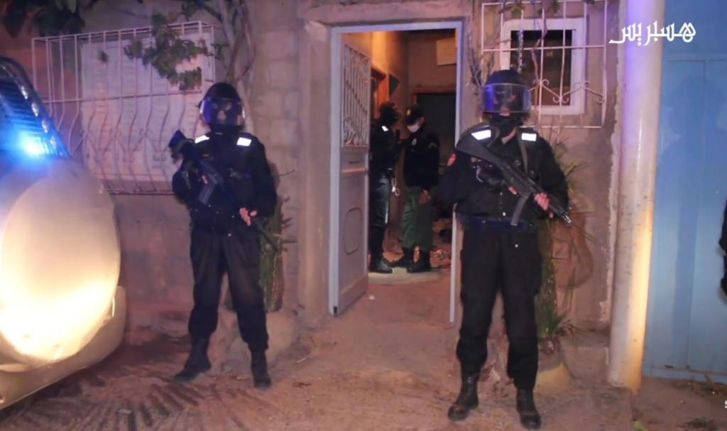 Groupement de Sécurité et d'Intervention de la Gendarmerie Royale ( GIGR - GSIGR ) - Page 6 Screen71