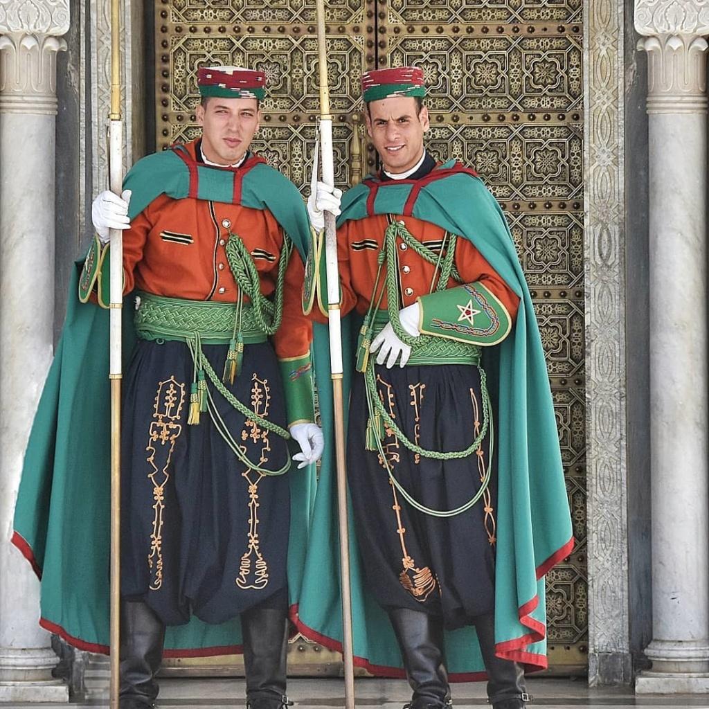 La Garde Royale Marocaine / Moroccan Royal Guard - Page 12 Tomiva10