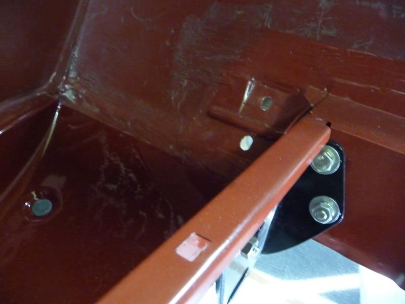 Bac de roue de secours. P1030111