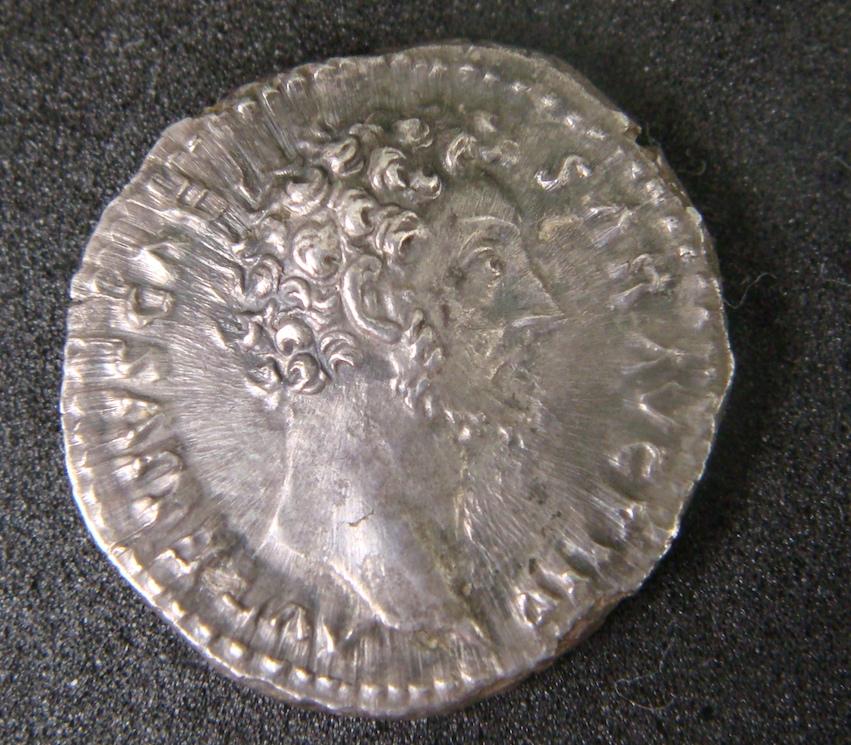 Denario de Marco Aurelio. TR POT III COS II. Minerva a dcha. Roma Dsc04515