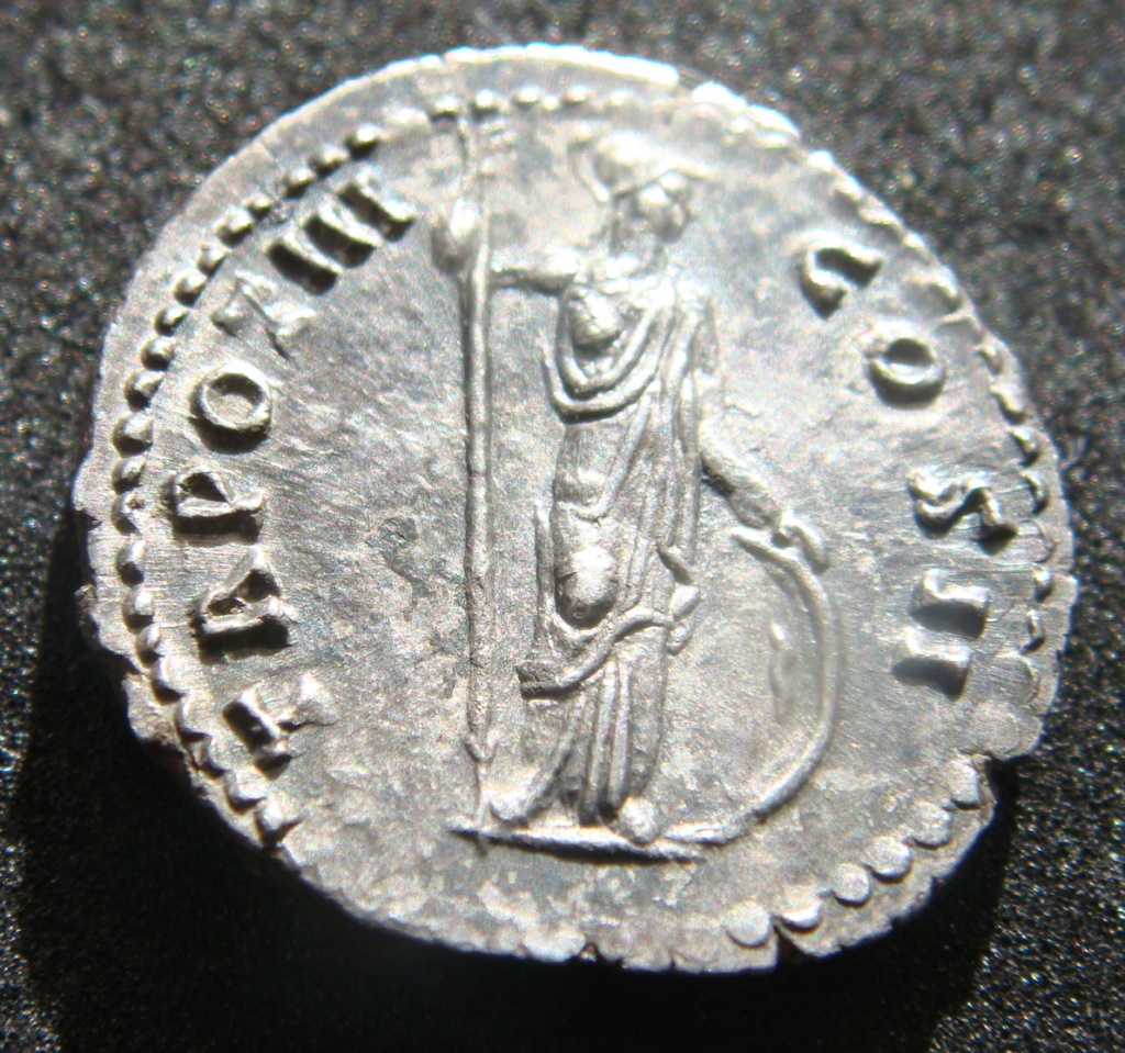 Denario de Marco Aurelio. TR POT III COS II. Minerva a dcha. Roma Dsc04517