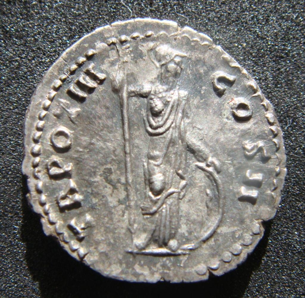Denario de Marco Aurelio. TR POT III COS II. Minerva a dcha. Roma Dsc04518
