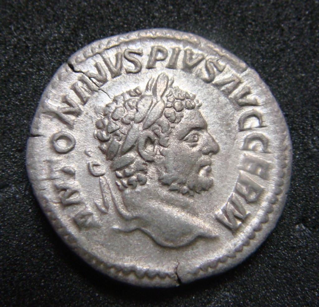 Denario de Caracalla. P M TR P XVIII COS IIII P P. Paz estante a izq. Roma. Dsc04610