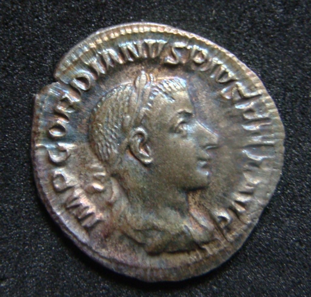 Denario de Gordiano III. DIANA LVCIFERA. Diana estante a dcha. Roma. Dsc04612