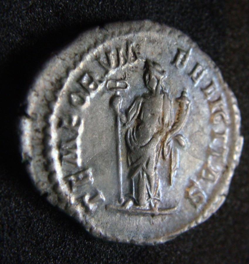 Denario de Heliogábalo. TEMPORVM FELICITAS. Felicitas estante a izq. Roma. Dsc04619
