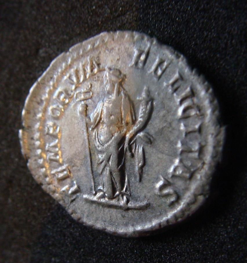Denario de Heliogábalo. TEMPORVM FELICITAS. Felicitas estante a izq. Roma. Dsc04620