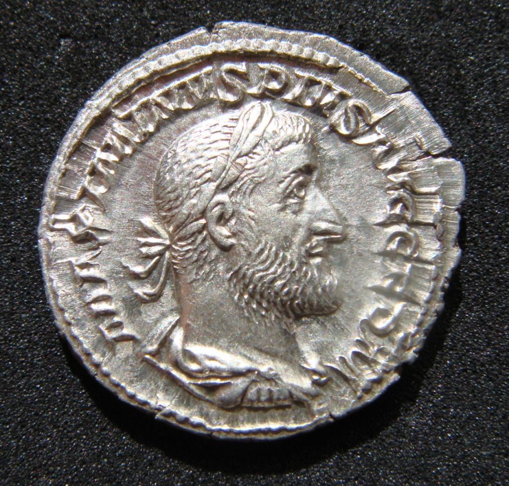 Denario de Maximino I El Tracio. VICTORIA GERM. Victoria estante a izq. Roma. Dsc04627