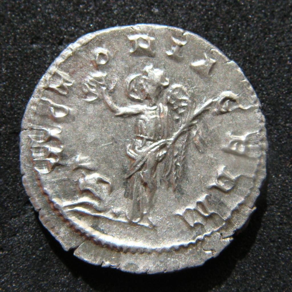 Denario de Maximino I El Tracio. VICTORIA GERM. Victoria estante a izq. Roma. Dsc04628