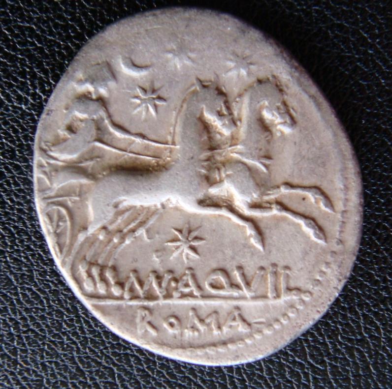 Denario de la gens Aquillia. MAN AQVIL ROMA. Luna guiando biga a dcha. Roma. Dsc04637
