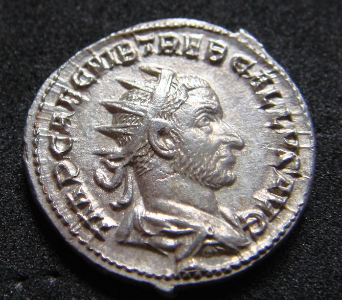 Antoniniano de Treboniano Galo. SALVS AVGVS. Salud a izq. Roma Dsc04810
