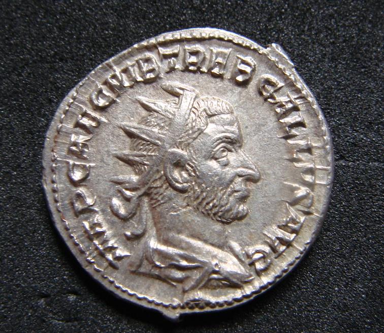 Antoniniano de Treboniano Galo. SALVS AVGVS. Salud a izq. Roma Dsc04811
