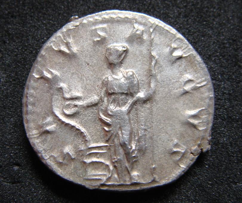 Antoniniano de Treboniano Galo. SALVS AVGVS. Salud a izq. Roma Dsc04812