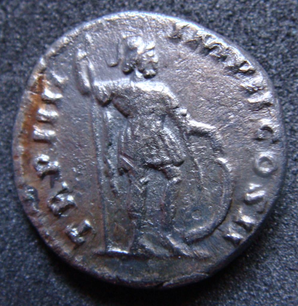 Denario Lucio Vero. TR P IIII IMP II COS II. Marte estante a dcha. Roma. Dsc04820