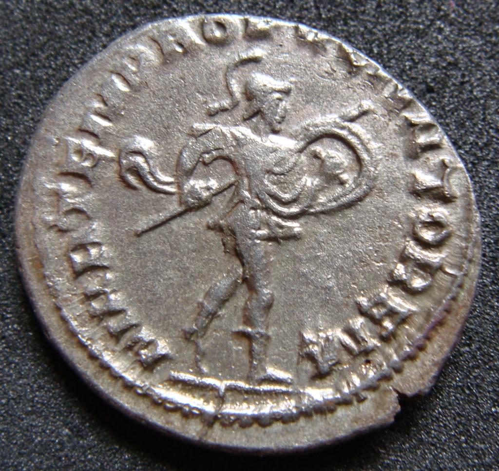 Antoniniano de Treboniano Galo. MARTEM PRO [PVGN] ATOREM. Antioquía Dsc04842