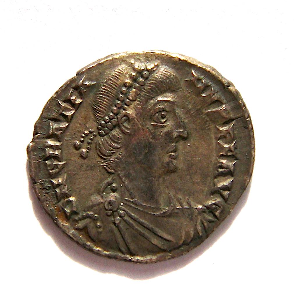 Silicua de Graciano.  VRBS ROMA. Roma sedente sobre coraza a izq. Trier. Dsc05014