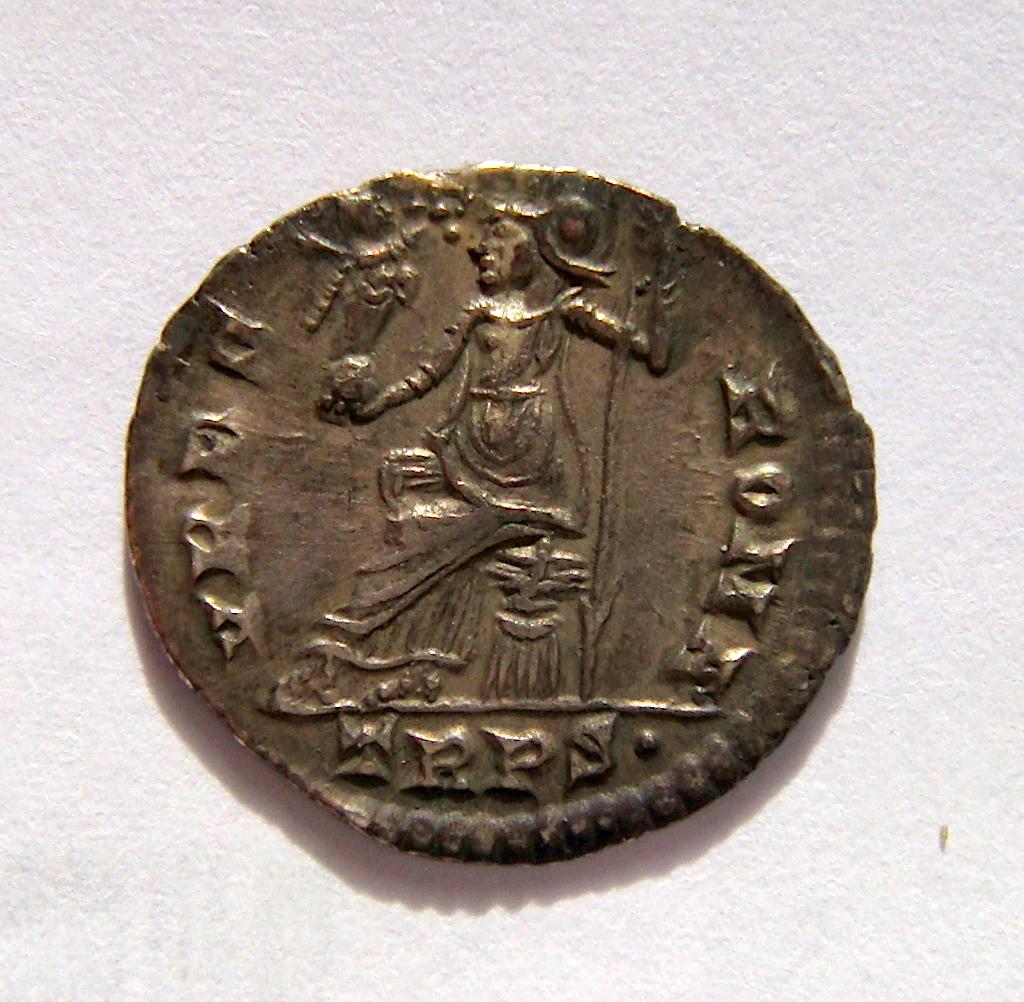 Silicua de Graciano.  VRBS ROMA. Roma sedente sobre coraza a izq. Trier. Dsc05015