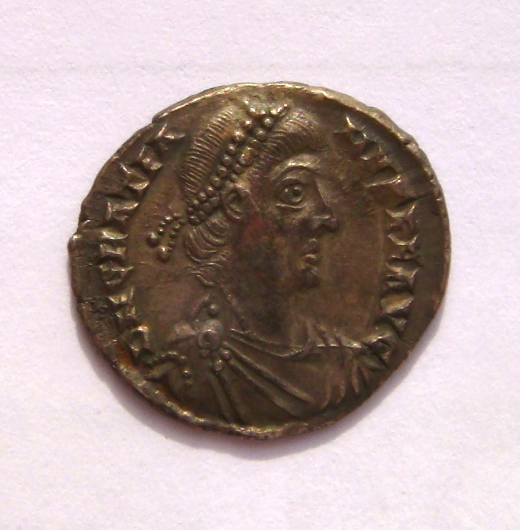 Silicua de Graciano.  VRBS ROMA. Roma sedente sobre coraza a izq. Trier. Dsc05016