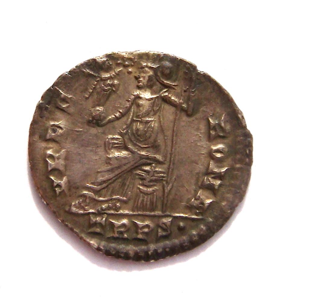 Silicua de Graciano.  VRBS ROMA. Roma sedente sobre coraza a izq. Trier. Dsc05017