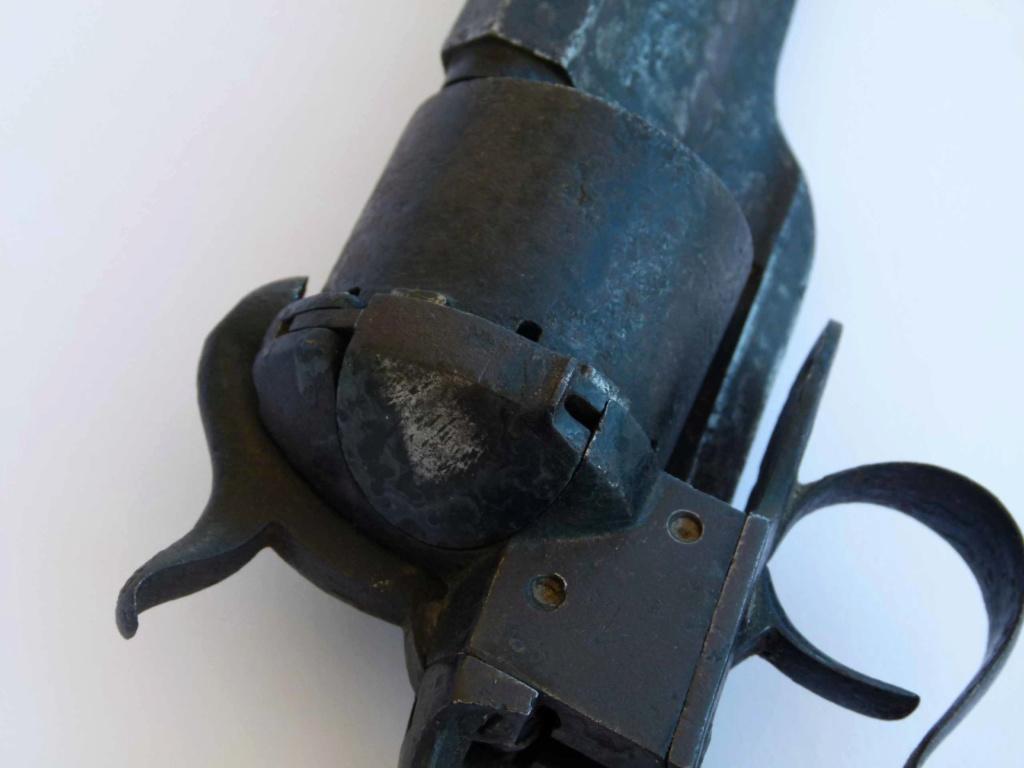 Couteau Revolver Dumonthier P1160412