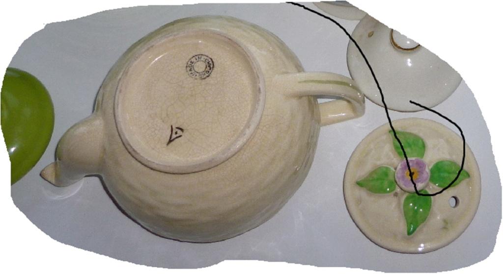 Identify English teapot  P1040712