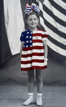 la Petite Fille vêtue de Liberté Lib10