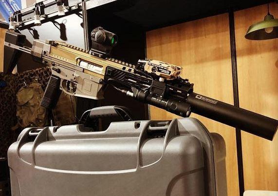 Une entreprise française a présenté le prototype d'un fusil d'assaut destiné aux force spéciales Lku10