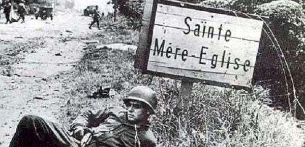 la véritable histoire du parachutiste américain accroché au clocher de Sainte-Mère-Eglise Sme110