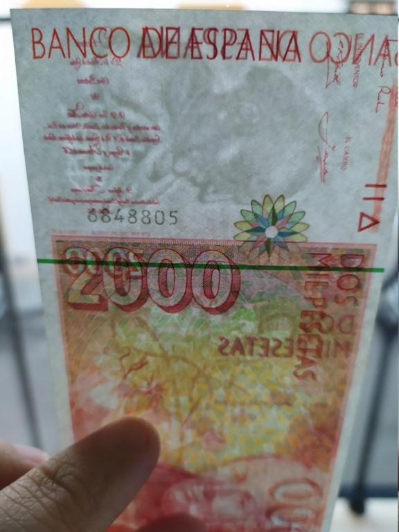 Duda en billete de 2000 pesetas 1992 - banda magnética color verde Img_2010