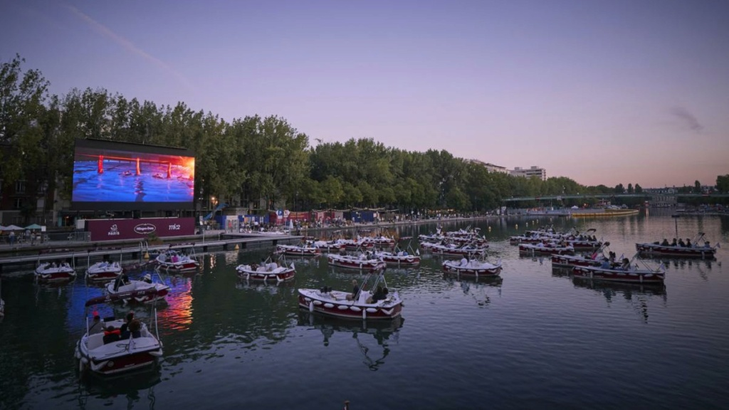 Floating boat cinema Floati10